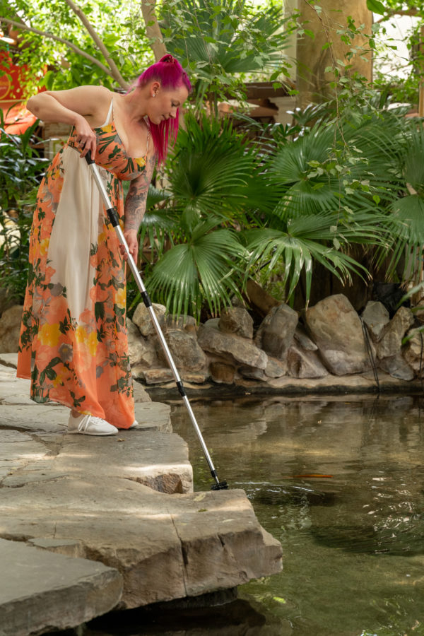 Fadenalgenbürste am Teich